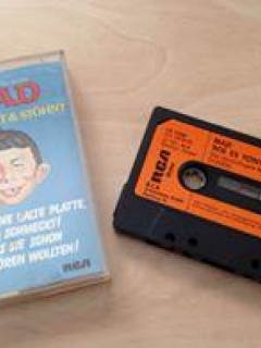 Cassette Tape 'WIE ES TÖNT UND STÖHNT'