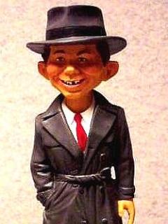 Go to Maquette Alfred E. Neuman as Humphrey Bogart • USA
