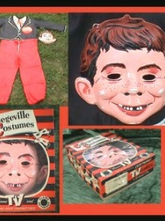 Go to Costume Alfred E. Neuman Halloween Collegeville • USA