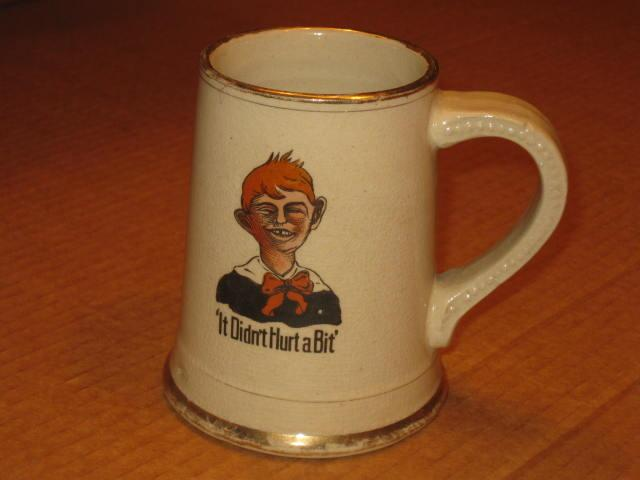 Ceramic Mug Alfred E. Neuman - It Didn't Hurt A Bit • USA