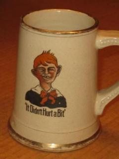 Ceramic Mug Alfred E. Neuman - It Didn't Hurt A Bit • USA