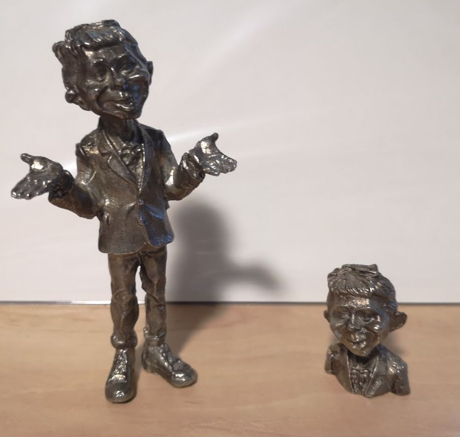 Statues, Puppets, Busts and Figurines • USA