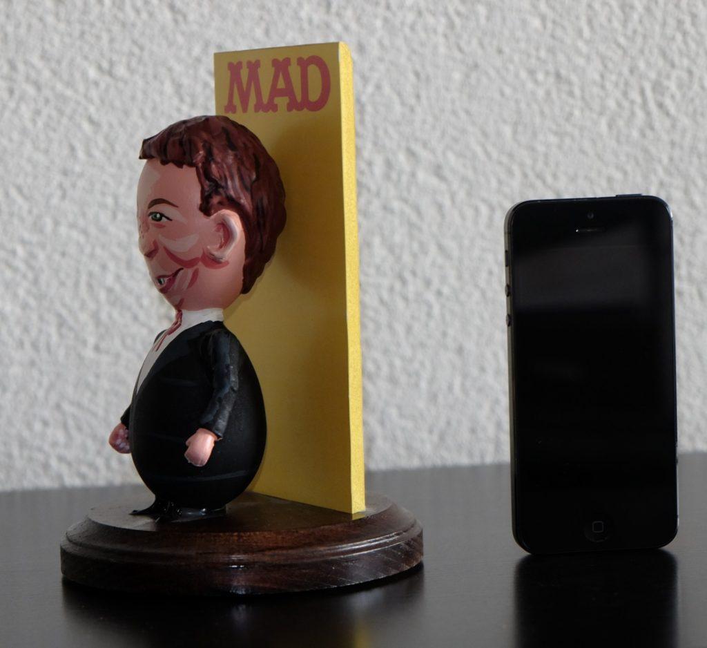 Alfred E. Neuman Egg Statue / Figure