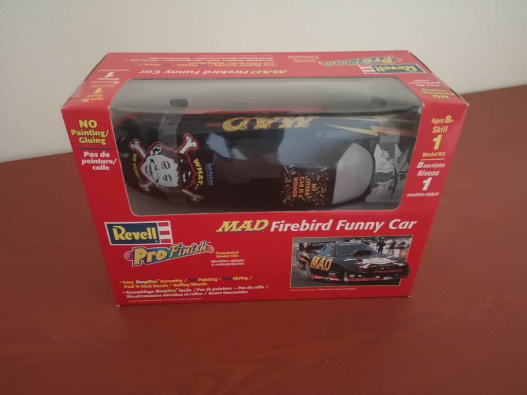 Revell MAD Firebird Funny Car Prepainted Modell Kit