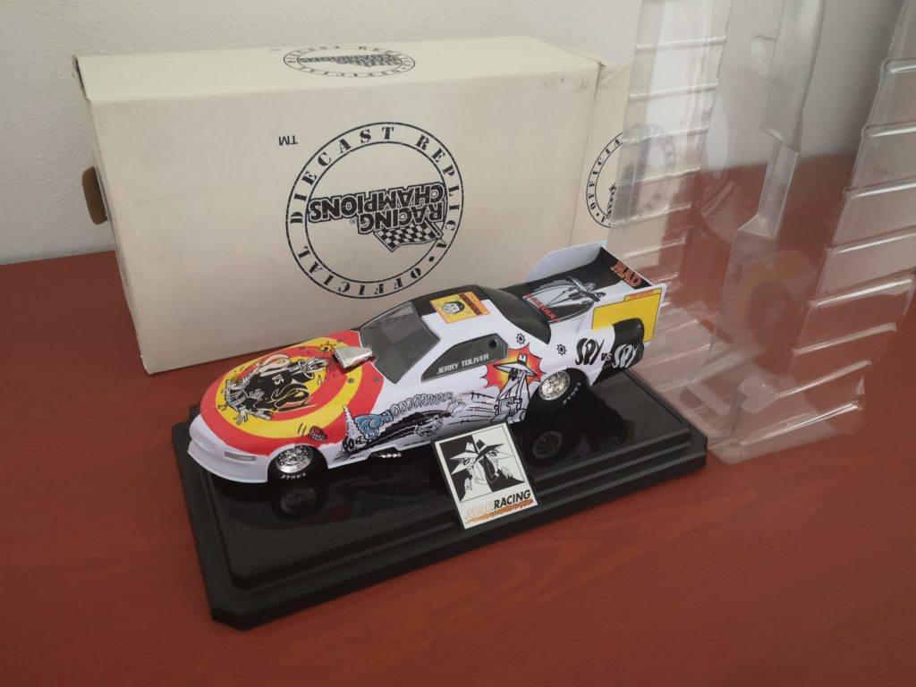 MAD Spy vs Spy Racing Champions Diecast Jerry Toliver Replica Car